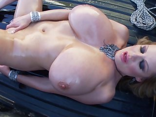 Kelly Madison is a chick covered in oil who wants in finger her cunt