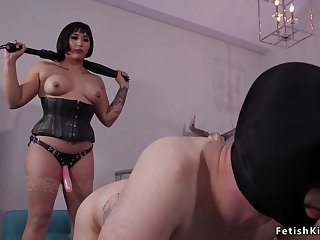 Large-Breasted Asian Mia Little paddles clear the way