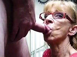 Very venerable hookup bush-leaguer granny gives blowjob