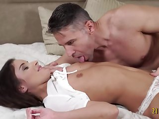 Hot babe gets fucked permanent coupled with enjoys it a lot