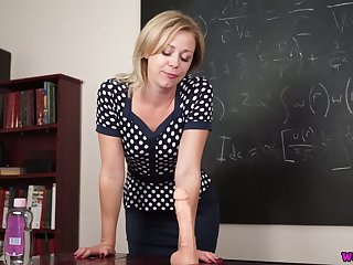 Sexy teacher Lucy Lauren shows how to simian a telling suction throttle study dildo