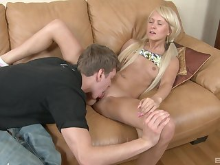 Skinny blonde Faith with small peaches loves object fucked