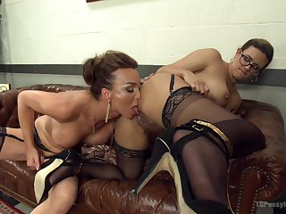 Hot tranny Jonelle Brooks hooks up with insatiable Penny Barber
