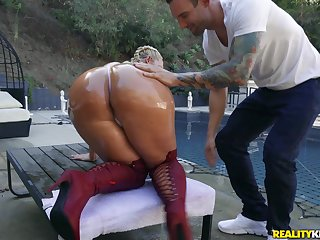 Massive ass pornstar Julie Cash fucked by a large white dick