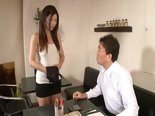 Hot ass Japanese chick Risa Shimizu spreads her legs to be fucked