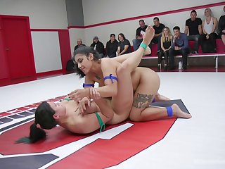 Cat fight shows naked lesbians getting naturally dirty