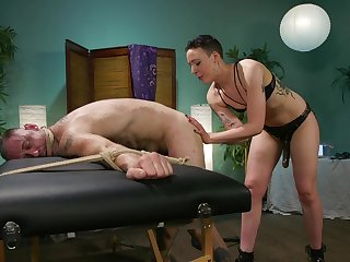Medial old bag Lilith Luxe uses a strapon to mad about her hubby's ass