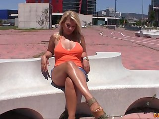 Whorish milf shows talents of her deep throat and anal hole