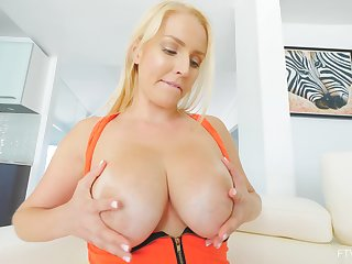 Kinky beauteous MILF Vanessa uses a carry the toy upstairs her hot to trot twat