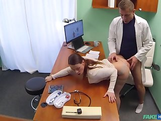Doctor gets sexy patients pussy wet