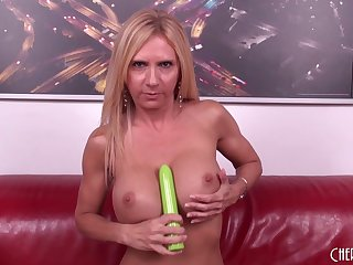 Cougar Brooke Tyler fucks a younger guy something out her cam